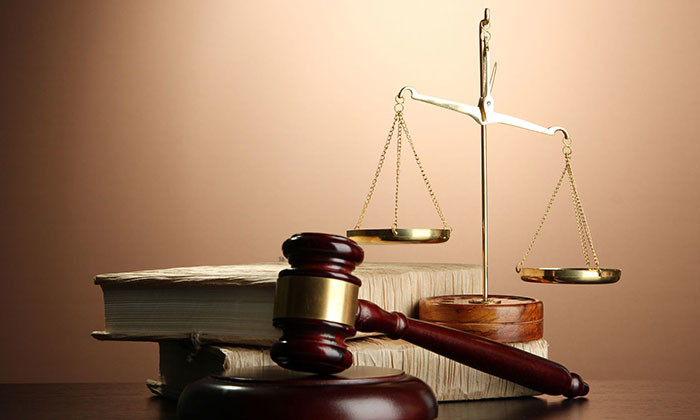 judge hammer - legal- 123RF