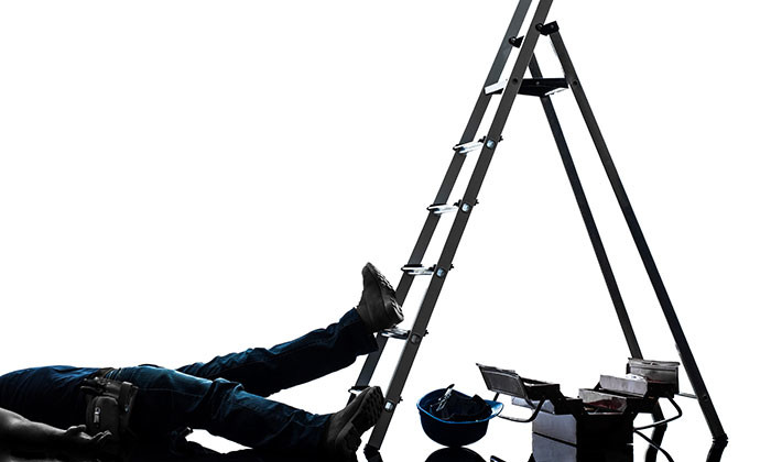 worker fall from ladder - 123RF
