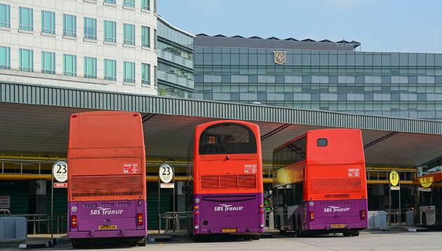 singapore bus - 123RF
