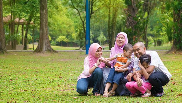 Malaysian Family - 123RF