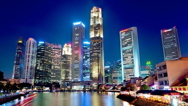 Singapore-skyline-boat-quay-123RF