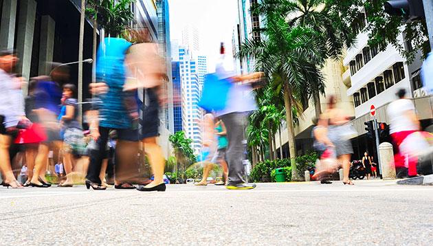 business-people-walking-in-Singapore-123RF