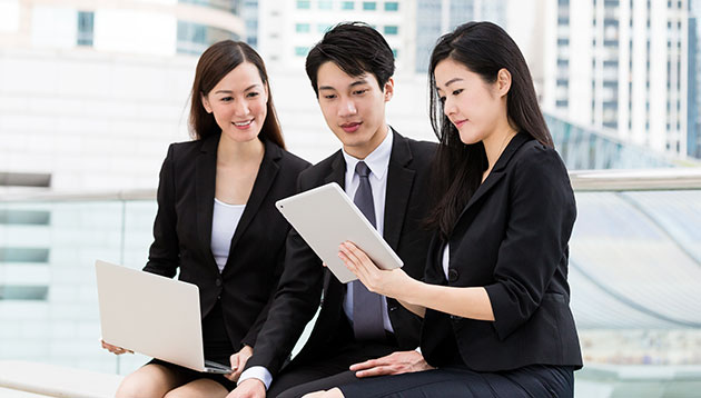 Asian-businesspeople-working-123RF