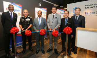 Ribbon-cutting-ceremony-at-the-new-MYXpats-Centre