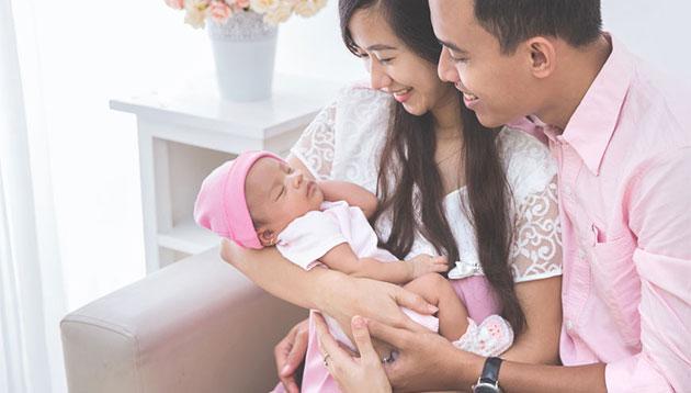 Asian-family-holding-new-born-123RF
