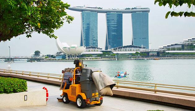 Singapore-cleaner-123RF