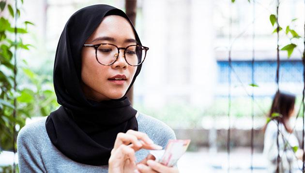 Malaysian-lady-counting-money-iStock