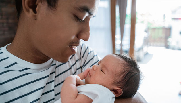 Priya-Nov-2019-paternity-leave-Malaysia-123RF