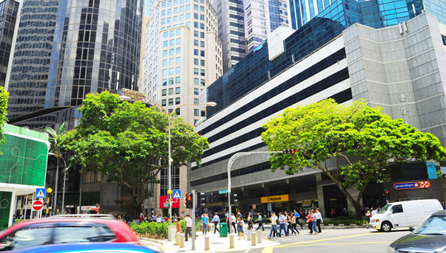 People-walking-in-Singapore-CBD-iStock