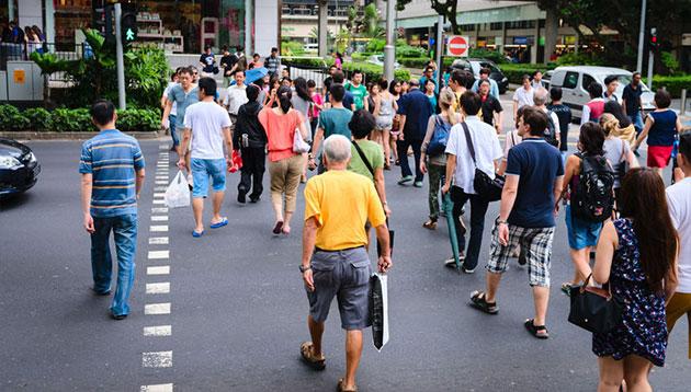 People-on-pedestrians-crossing-in-Singapore-123RF