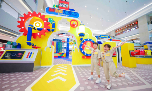LEGO builds a Big Box Factory at tmtplaza for the summer | Marketing