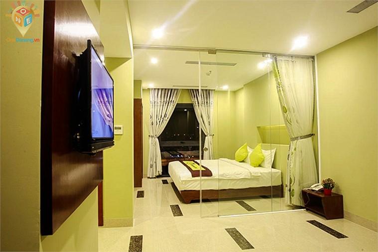 Phòng Superior 1 giường đôi có ban công