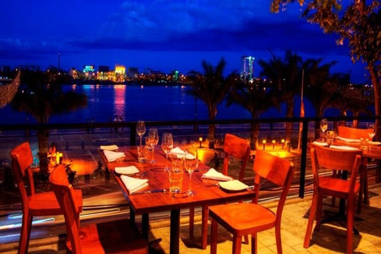 Waterfront - Bar & Restaurant