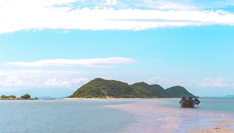 Điệp Sơn - Hòn đảo có con đường đi giữa biển duy nhất tại Việt Nam