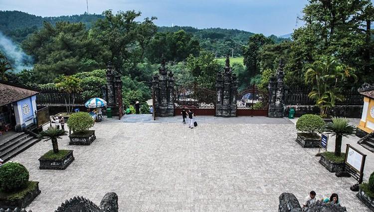 Khu lăng mộ duy nhất pha trộn kiến trúc Đông – Tây ở Huế