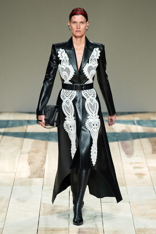 【巴黎時裝週】Alexander McQueen的女性情書!Sarah Burton展現真實的包容之美!