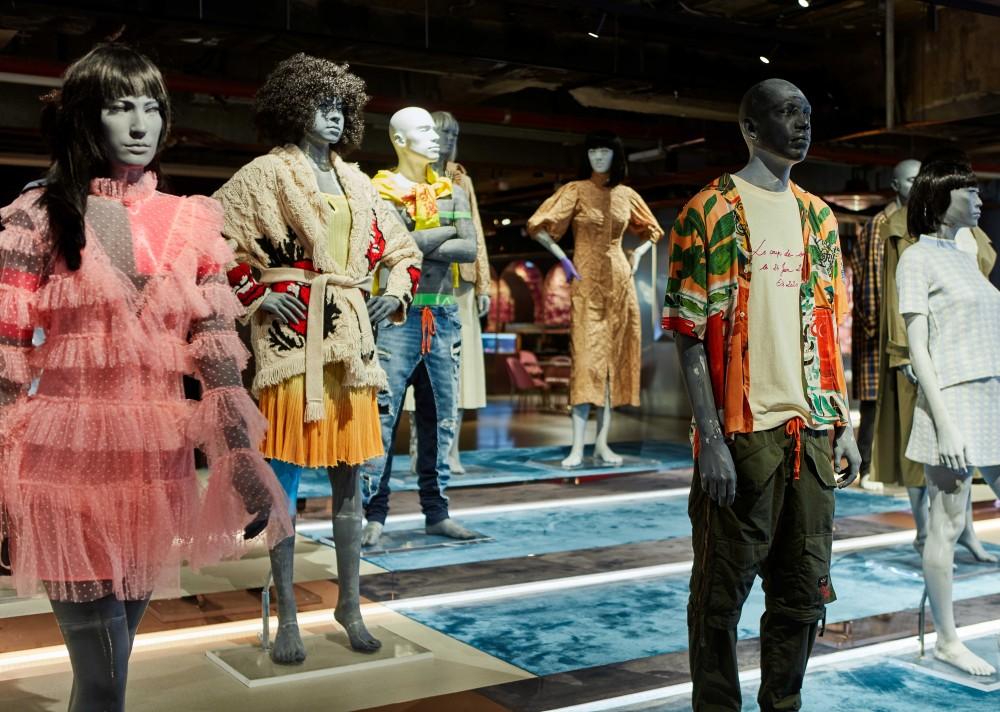 Antonia Giacinti親自打造春夏時尚造型!鄭志剛如何建立屬於年輕人的時尚帝國?
