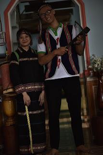 <i>Quần áo thổ cẩm truyền thống còn xót lại của Đồng bào Bana nằm rìa VQG KonKaKinh</i>