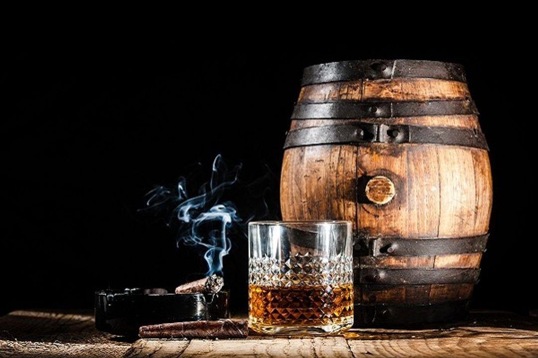 Rượu và thuốc lá, bộ đôi hoàn hảo để trở thành dân chơi thế kỉ trước