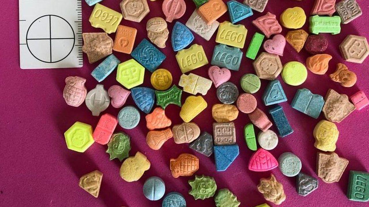 Thuốc lắc, hay MDMA, dễ chế tạo hơn các loại ma túy khác. Lí do là vì thành phần của hợp chất này dễ tìm ngoài thị trường hơn so với các chất khác. Nói vậy thôi chứ mình cũng không biết gì đâu