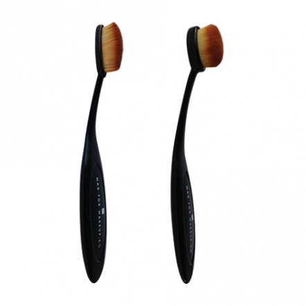 Mad For Makeup Better Oval Brush - Highlight & Contour
