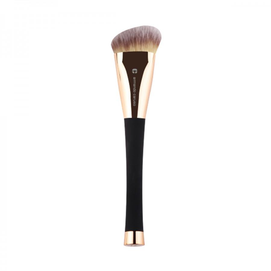 2303 Medium Angled Contour Brush