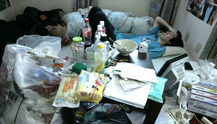 Nửa triệu thanh niên Nhật Bản mắc kẹt trong phòng ngủ