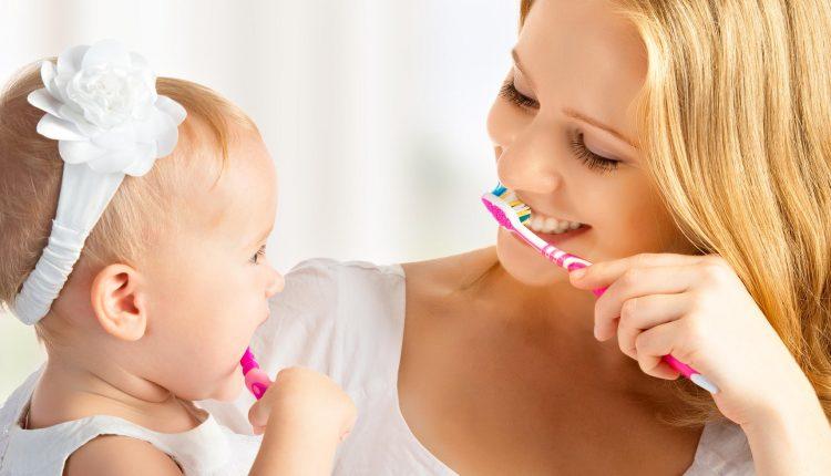 Mách mẹ 5 cách hay để con chịu đánh răng hàng ngày