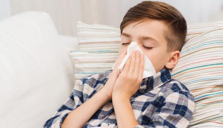 Phòng bệnh hô hấp cho bé lúc giao mùa