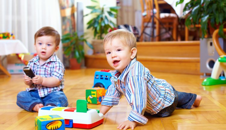 """Tiến trình phát triển tâm lí của trẻ – Phần 1: Trẻ 1-3 tuổi hay khóc và """"ăn vạ"""" là bình thường"""