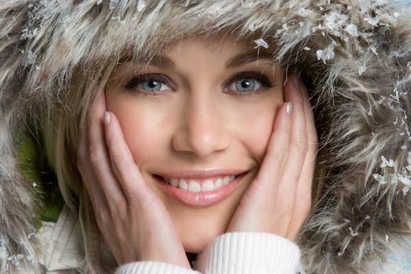 """4 mẹo """"nhỏ mà có võ"""" giúp bạn chống chọi với giá lạnh khi ra ngoài"""