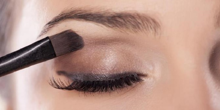 Use eyeshadow when you run out of eyeliner