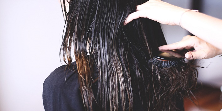 Avoid ill-treating wet hair