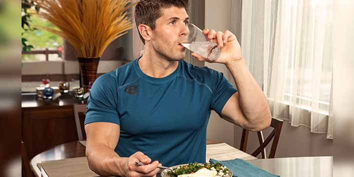 Drinking water between meals is bad (One of the most common myths about drinking water)