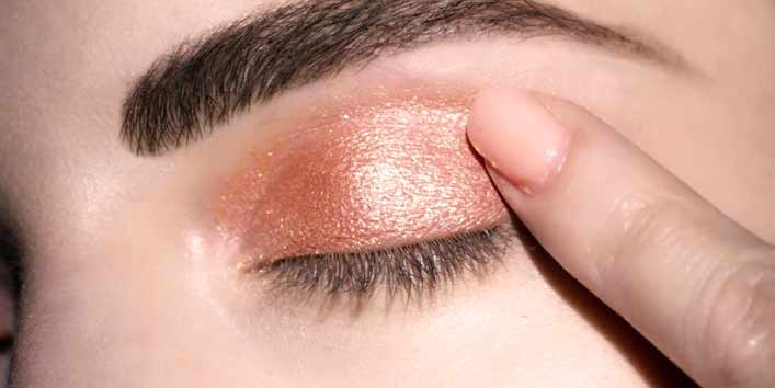 Using Fingers For Makeup Application
