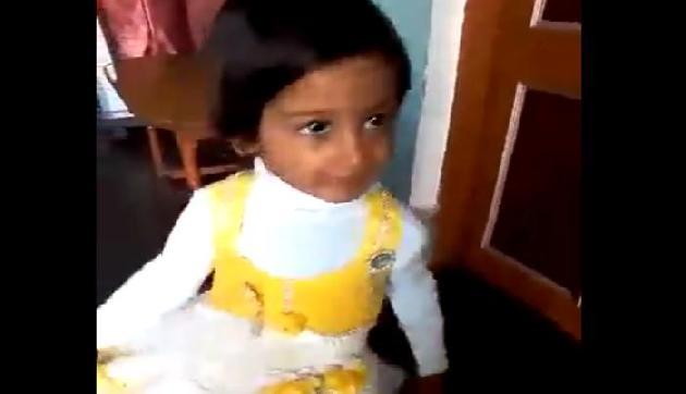 इस क्यूट सी लड़की का डांस देखकर याद आ जाएगा आपका बचपन!