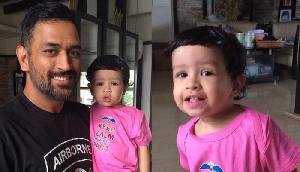 बेटी जीवा के साथ खूब मस्ती कर रहे हैं धोनी, शेयर की वीडियो