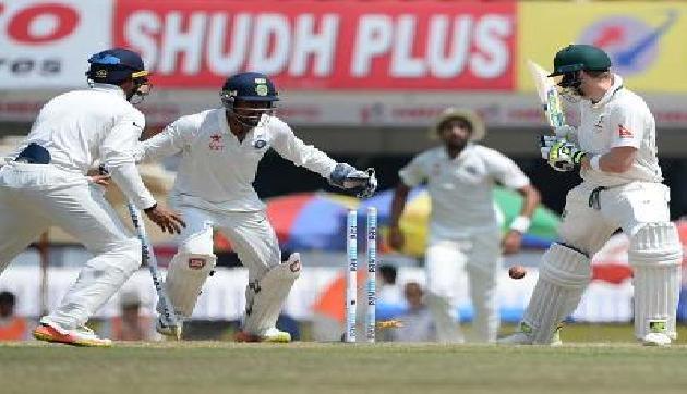 रवींद्र जडेजा की गेंद पर बेवकूफ बन गए स्टीव स्मिथ,देखें वीडियो