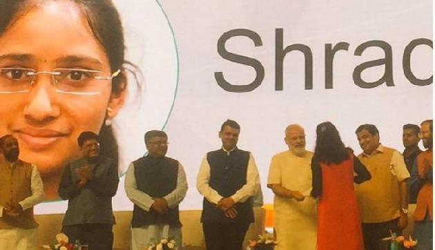 लड़की ने लोन लेकर खरीदा था मोबाइल, 1590 की EMI भर जीते 1 करोड़ रुपए