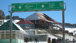 डोकलाम विवाद के बाद खुला भारत-चीन व्यापार के लिए सिक्किम का नाथूला पास