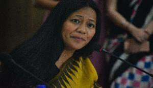 मणिपुर की इस मशहूर लेखिका को धमकाया, घर पहुंची हथियारबंद पुलिस फोर्स, जानिए क्यों