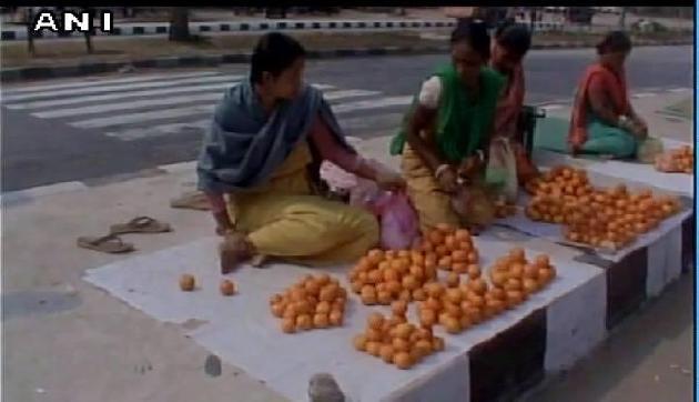 असम: तीरंदाजी की नेशनल प्लेयर, हाईवे किनारे बेच रही है संतरे
