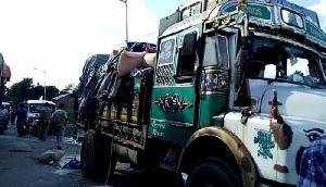 गोरखालैंड आंदोलनः सिक्किम के ट्रकों को सुरक्षा दे रही है पश्चिम बंगाल पुलिस
