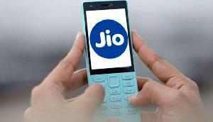 JIO ने किया सबसे बड़ा धमाका, 1100  GB तक देगी मुफ्त डेटा!