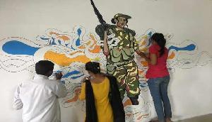 पूर्वोत्तर के कलाकारों ने रेलवे स्टेशन को रंग दिया अपने रंग में जब की ऐसी चित्रकारी!