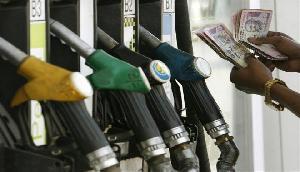 रविवार को भी मिली राहत, अब पेट्रोल के लिए चुकाने होंगे इतने रुपए