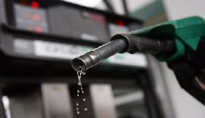 तेल में मिलावट की शिकायत के बाद, पेट्रोल पंप हुआ सील