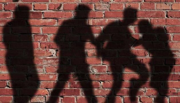 नशे में पति ने दो दोस्तों के साथ मिलकर पत्नी का वो हाल,सुनकर कांप जाएगी रूह