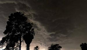 अभी भी नहीं टला है खतरा, कोहराम मचा रहा है तूफान, सात की मौत