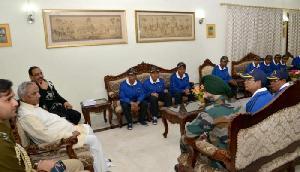 जयपुर में राज्यपाल से मिले असम से आए छात्र